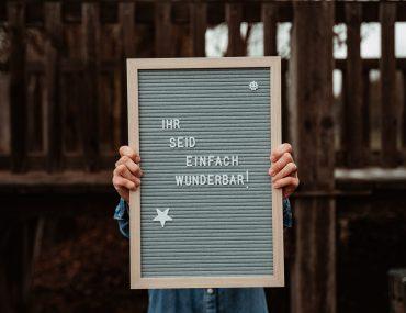 Schild: Ihr seid einfach wunderbar